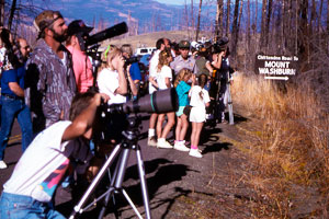 Wolf watchers in Yellowstone